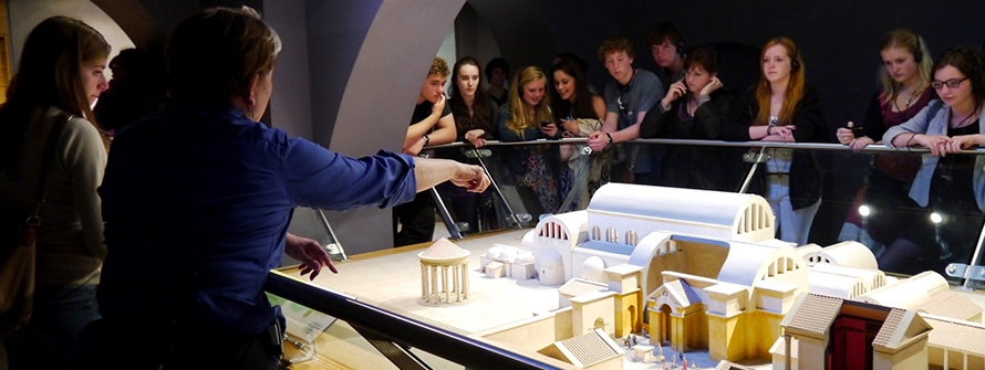 2012-Students-Viewing-Model-Bathhouse